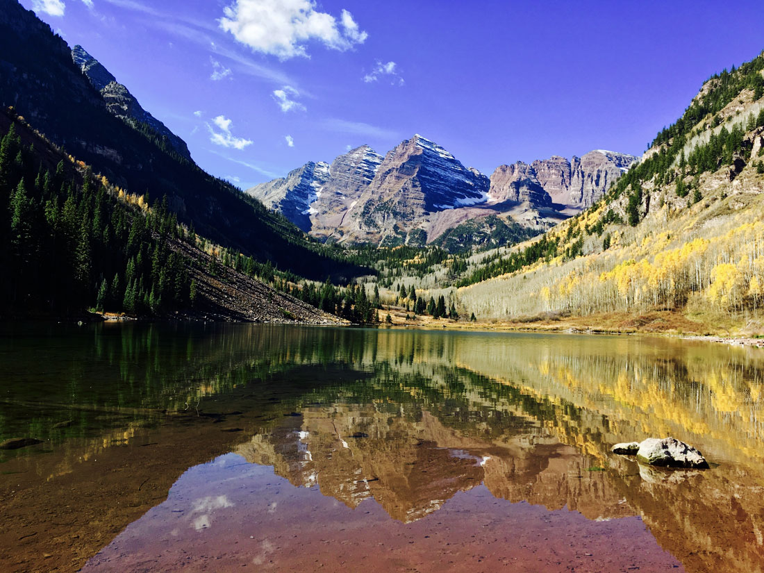Gebirgsformation Maroon Bells in den Elk Mountains, ca. 16 km südwestlich von Aspen, Colorado